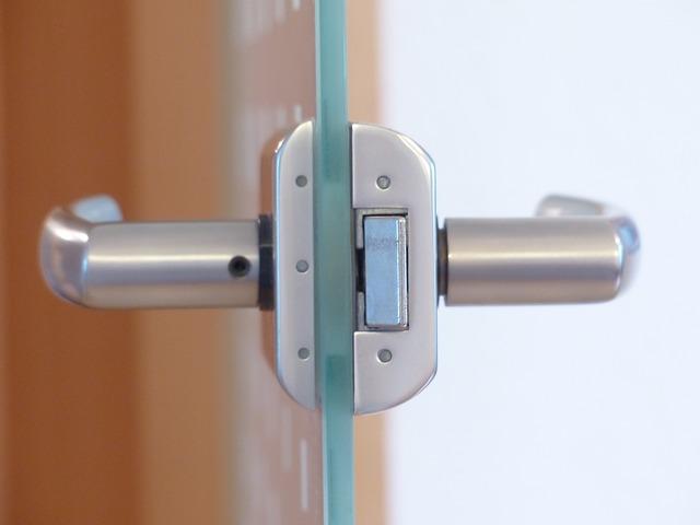 door-lock-123176_640.jpg