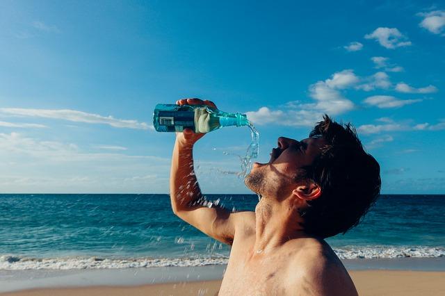 thirsty-man-937395_640.jpg